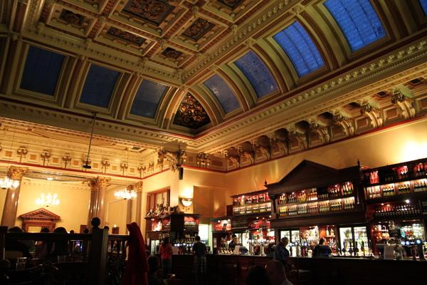 愛丁堡的Standing Order Pub