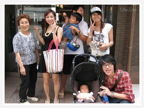 我們向這一家人問路,這爸爸竟然會說一些中文!