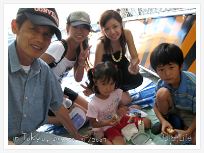 淺草隅田川花火祭-遇到正在野餐中的爺孫三人