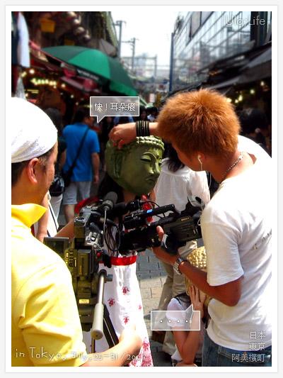 Day4-2-38頭戴大佛頭的日本妹在阿美橫町街口拍攝通告