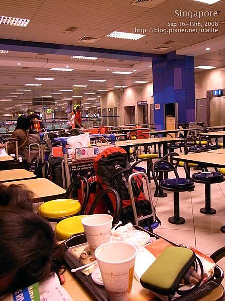 05在新加坡機場被趕入境,只好露宿漢堡王.jpg