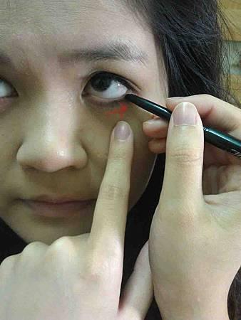下眼線位置