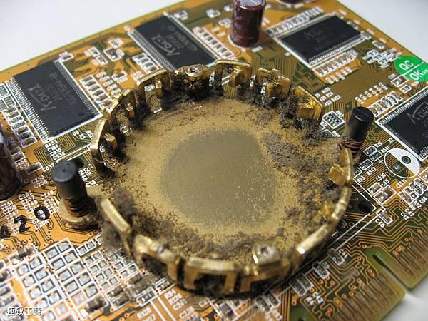 10. 充滿灰塵的散熱器.JPG