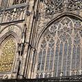 城堡-聖維塔教堂-金色之窗和慕夏之窗,裏面看是亮彩的玻璃花窗,太美了.JPG