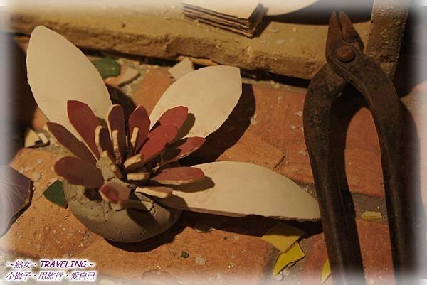 板陶窯-原來將陶瓷這樣剪下再黏成型.jpg