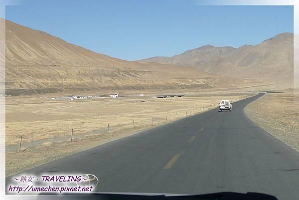 5000多公里的國道318-前面是魯魯邊境檢查站