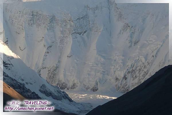 夕陽無限好-喜瑪拉雅山脈擁有全世界最多的冰川,而這條是最高峰的絨布冰川