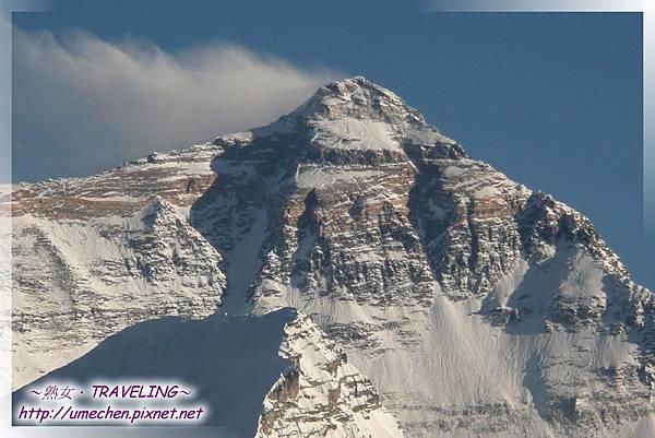 等待落日-珠峰山頂常有一縷白雲由西向東飄飛,如升起的白旗,這就是著名的(珠峰旗雲