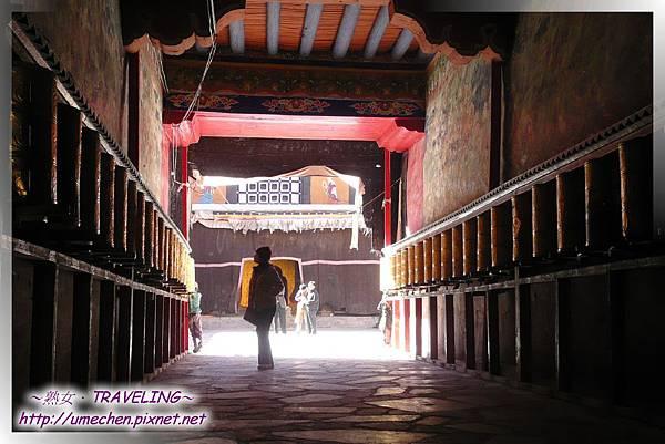 薩迦寺-通往大殿的走道-我在欣賞敦煌第二的壁畫