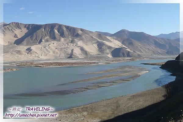 雅魯藏布江與甘巴卡布熱山.jpg