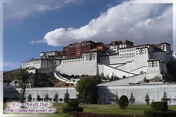 再訪布達拉宮-建在藏傳佛教稱為第二普陀山(布達拉山)紅山之上.jpg