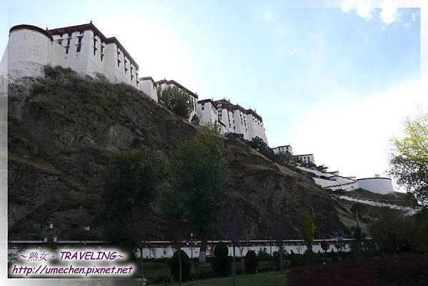 宗角祿康-這張很清楚看出布達拉宮沿紅山而建的氣勢.jpg