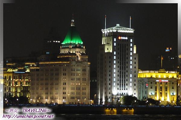 濱江大道-外灘的和平飯店北樓,中國銀行大樓(左至右).jpg