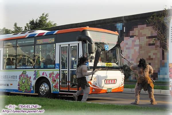 遊行-原始人襲擊公車啦.jpg