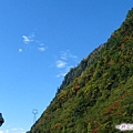 4g-臥龍熊貓-藍天下的保護區山景.jpg
