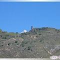 梭坡古碉群-山頂上的預警碉(光潔壁面的四角).jpg