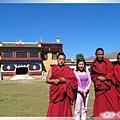 惠遠寺-我和3位喇嘛們.jpg