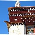 惠遠寺-色彩鮮明的藏傳佛寺一角.jpg