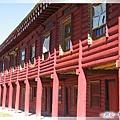 惠遠寺-喇嘛的宿舍(2)各自粧點自己房間的窗戶.jpg