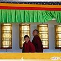 塔公大草原-木雅金塔的喇嘛和經輪.jpg