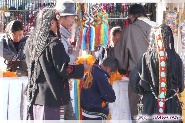 大昭寺廣場-頭綁辮子的藏族婦人.jpg