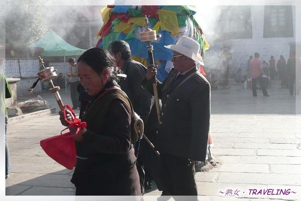 大昭寺廣場-轉經的人(1.jpg