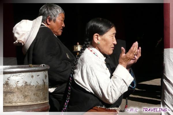 大昭寺-大中堂-向玉座祈福的藏民.jpg