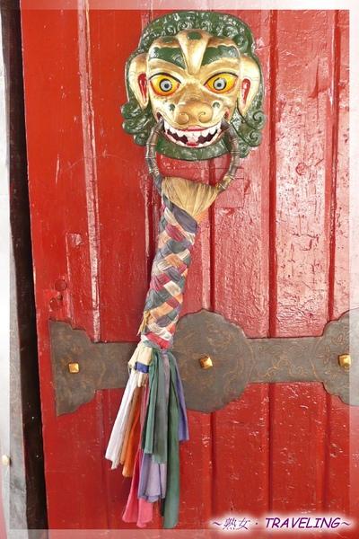 羅布林卡-正門的獅形門環.jpg