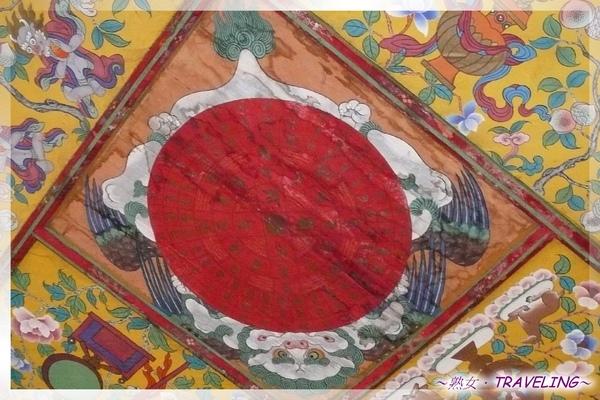 羅布林卡-大門牆面的縱橫詩,上列藏王38代的王名.jpg