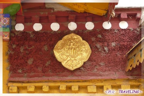 羅布林卡-新宮-5種灌頂象徵物之寶珠,代表獲得寶生佛的智慧加持.jpg