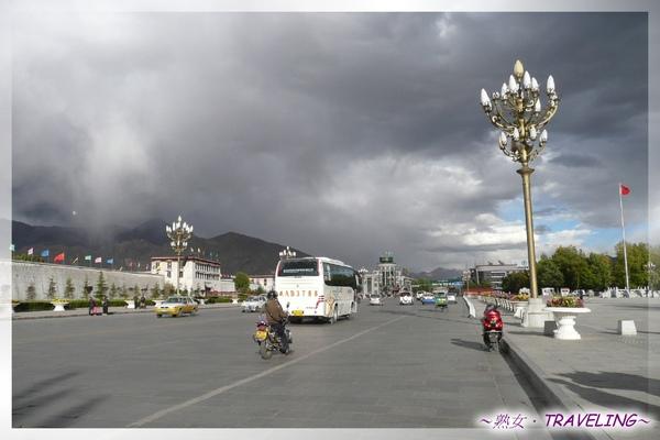 布達拉宮廣場-布達拉前的北京中路.jpg
