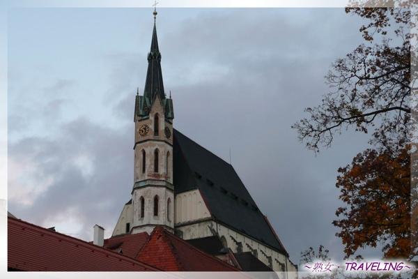 庫倫洛夫-聖維塔教堂-我晚上就住在教堂對岸的旅館哦.jpg