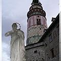 庫倫洛夫-城堡第2廣場-城堡圓塔走到哪都看到.jpg