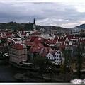 庫倫洛夫-城堡橋廊-俯視舊城,看到聖維塔教堂了.jpg