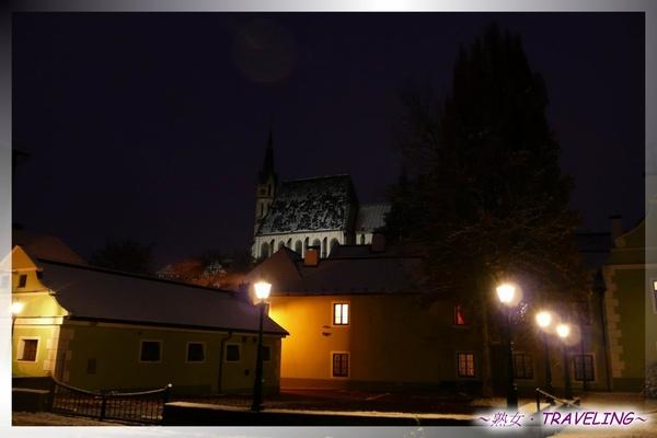 庫倫洛夫-晨間私遊-我住的旅館和聖維塔教堂.jpg