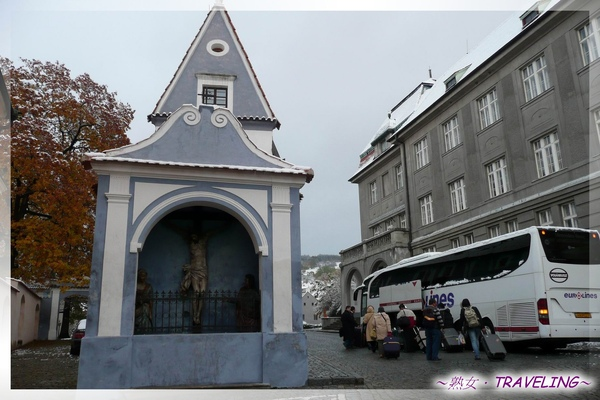 庫倫洛夫-歐洲路邊常見的小小教堂.jpg