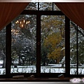 庫倫洛夫-吃早餐-看,窗外下了今年CK的第一場雪.jpg