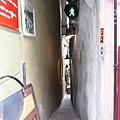 布拉格-前往查理大橋-世界有紅綠燈的最小路,布拉格摸乳巷啦.jpg