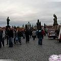 查理大橋-右為聖法蘭西斯雕像,為駐外傳教士守護神.jpg