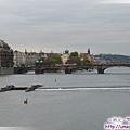 查理大橋-伏爾塔瓦河上游望去.jpg