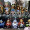 查理大橋-橋塔旁商店櫥窗裏的俄羅斯娃娃.jpg