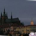 布拉格-馬尼斯橋-橋上對望黃昏下的布拉格城堡1.jpg
