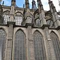庫納霍拉-聖芭芭拉教堂-肋柱尖塔有飛昇上天的感覺.jpg