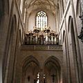 庫納霍拉-聖芭芭拉教堂-拱形迴廊是哥德建築特色,可分散壓力至牆面.jpg