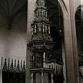 庫納霍拉-聖芭芭拉教堂-倚靠柱子的華麗塔形,不知用途.jpg