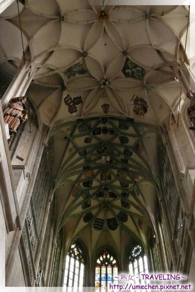 庫納霍拉-聖芭芭拉教堂-哥德式肋形穹窿在天花板交織成朵朵花.jpg