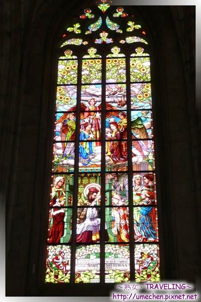 庫納霍拉-聖芭芭拉教堂-華美而莊嚴的玻璃花窗1.jpg