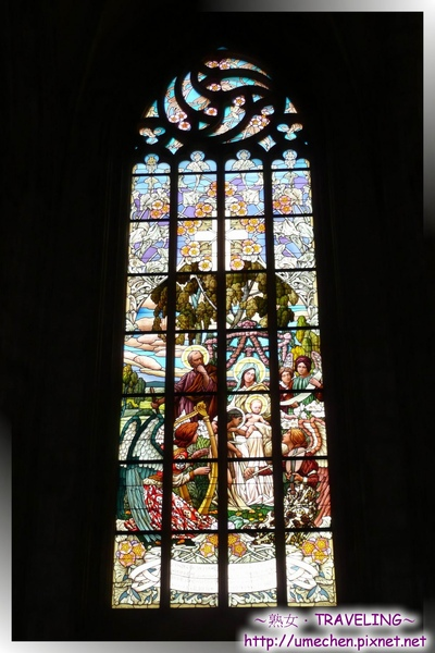 庫納霍拉-聖芭芭拉教堂-華美而莊嚴的玻璃花窗2.jpg
