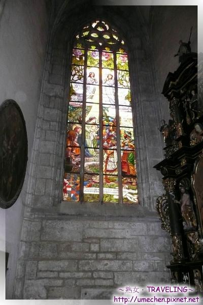 庫納霍拉-聖芭芭拉教堂-華美而莊嚴的玻璃花窗4.jpg