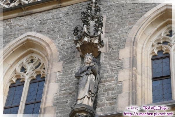 庫納霍拉-聖芭芭拉教堂-聖母與聖子立柱雕.jpg